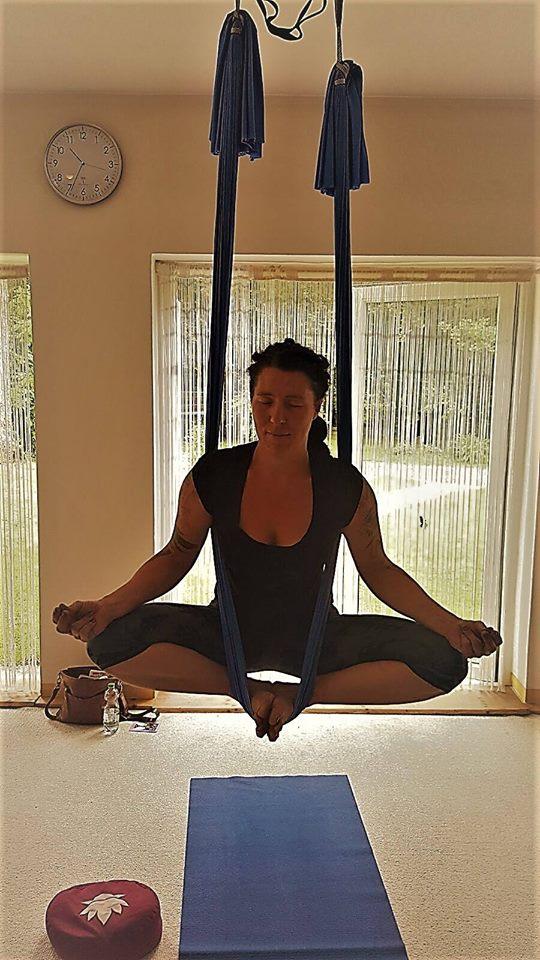 Meditationsworkshop mit Klangschalen und Aerial Yoga Tuch